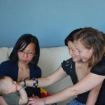 Tuyen et Elise découvrant Chenti pour la première fois.