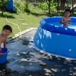 Chenti préfère une toute petite piscine