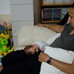 Une façon comme une autre de faire dormir son fils