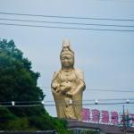 Statue en or (?) sur le retour