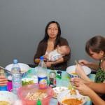 Dur de manger avec bébé !