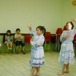 Danse traditionnelle par 3 des nièces.