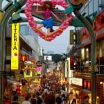 Galerie piétonne bondée de monde - Harajuku